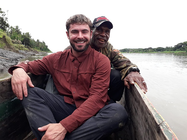 Зак Эфрон экстренно госпитализирован во время съемок в Папуа  Новой Гвинее