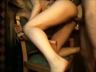 Чувак снимает на камеру свою девушку, как она ему делает минет и как он её траха
