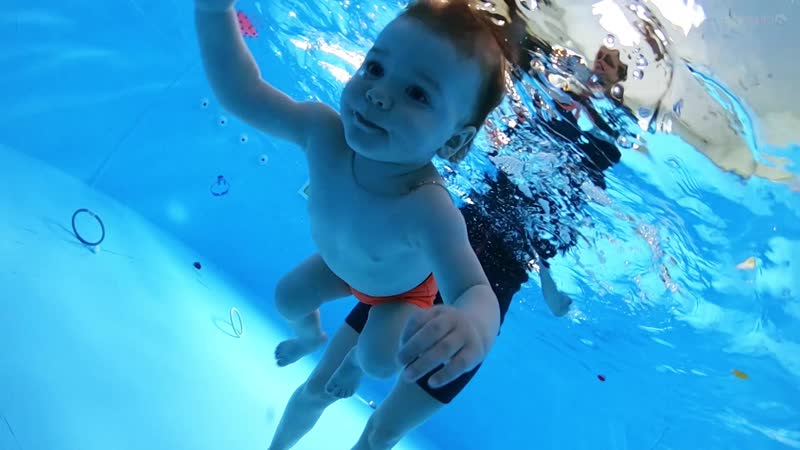 Детское плавание г Абинск Игнат 1 год 2 мес