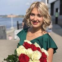Лена Боганова