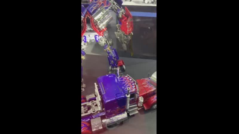 MPM-4 Masterpiece Movie Optimus Prime версии Black Apple от компании Wei Jiang