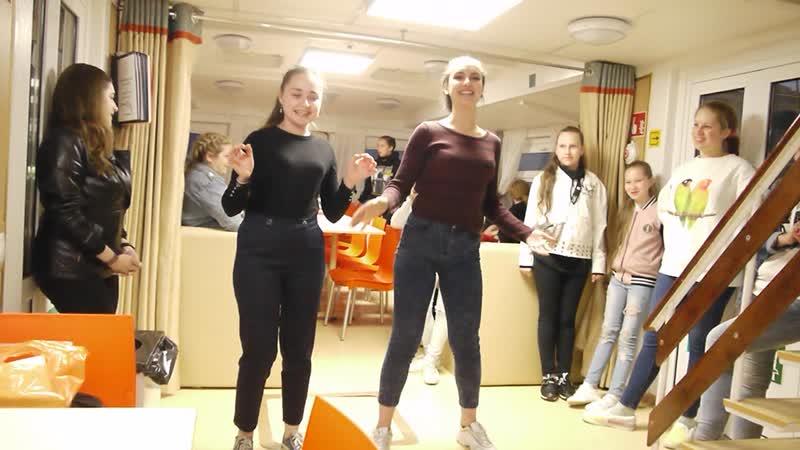 Джульетта и Ульяна поют Болгарские запевки