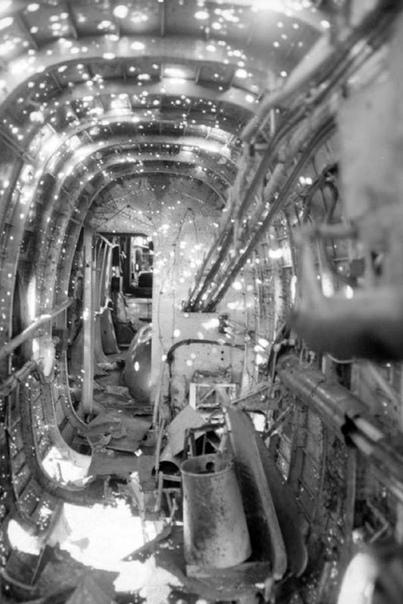 1944-й год Handley Page HP.52 Hampden (вероятно из 614 Sqdn RAF) после возвращения из очередного рейда на Германию. Самолет весьма наглядно демонстрирует последствия близкого разрыва ракеты