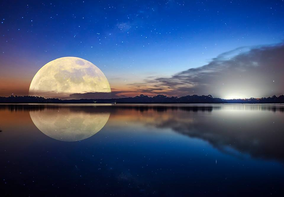 Валентина поздравления, картинки с отражением луны