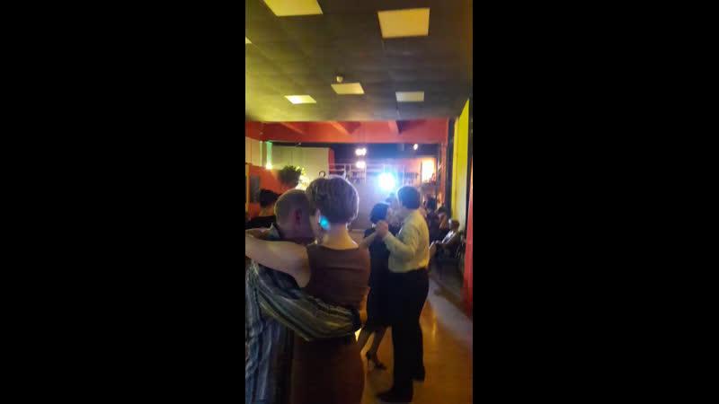 Диджею на питерской милонге 😊👌 ZAtango tangoDJ tangosaratov tangoparatodos танговсаратове