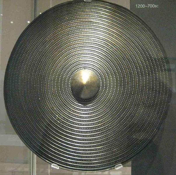 Британский бронзовый щит с умбоном