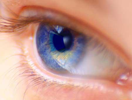Человек, который замечает какие-либо изменения в зрении, должен как можно скорее обратиться к специалисту по уходу за глазами.