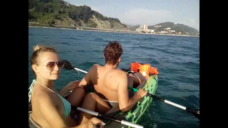 Идём на нашем надувном каяке по чёрному морю))