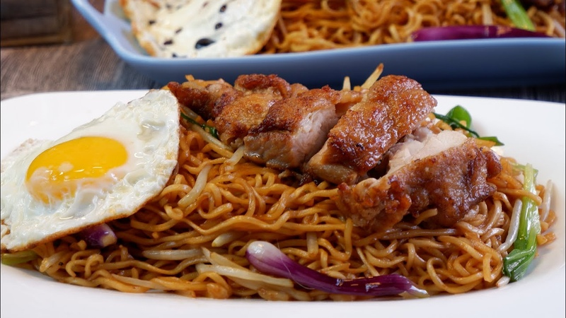 How to Stir Fry Hong Kong Style Instant Ramen Noodles w Chicken Chop 干炒鸡扒公仔面 Super Easy Recipe