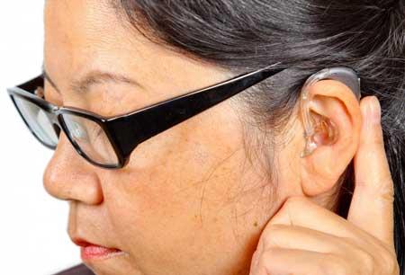 Производители слуховых аппаратов часто выдают новые модели бесплатно, чтобы изучить их эффективность.