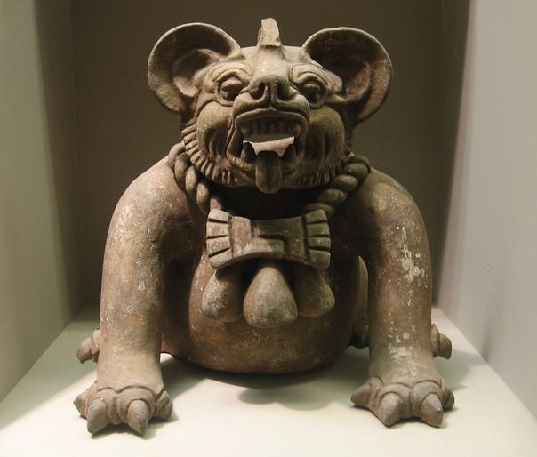 Погребальная урна в форме божества, похожего на летучую мышь (Цивилизация сапотеков, Северная Америка, Оахака, 300-650 гг. н. э.)