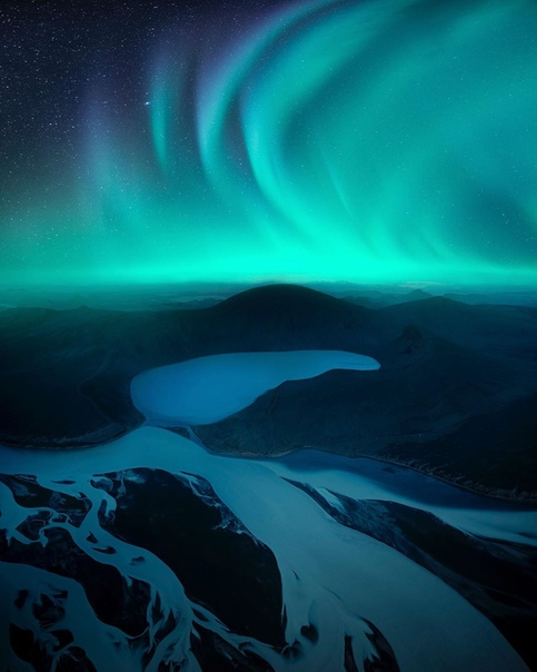 Северное сияние над ночной Исландией