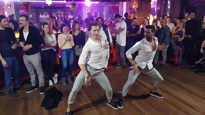 Onur Alp Sancaktar ve Ömür Abay - Reggaeton Show - Salsa Magazin