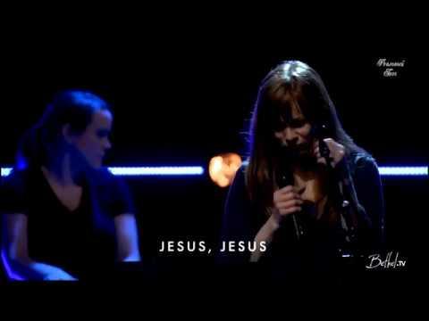 Иисус Ты заставляешь тьму дрожать Jesus You make the darkness tremble Русские субтитры