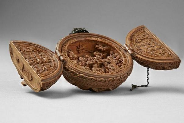 Резные фигурки из самшита Всего их 135 штук. Они настолько миниатюрны, что для их изучения пришлось использовать микроскоп и рентген. Сделаны они в 16 веке, предположительно в Нидерландах или