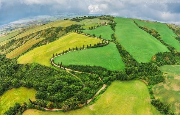 """Одна из """"пьяных"""" дорог Италии - La Foca, долина Валь д'Орча, Тоскана."""