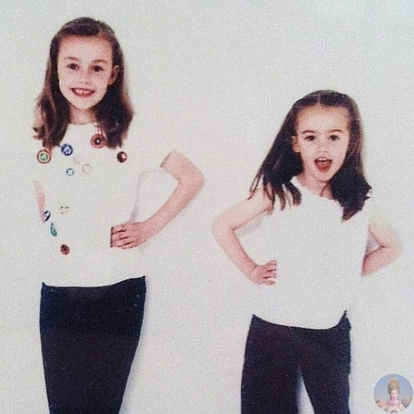 24-летняя Грейс и 22-летняя Амелия Мандевиль родные сестры, которые родились с инвалидностью У Грейс нет части руки, а у Амалии сильнейшее искривление позвоночника. Сестры ведут канал на ютубе,