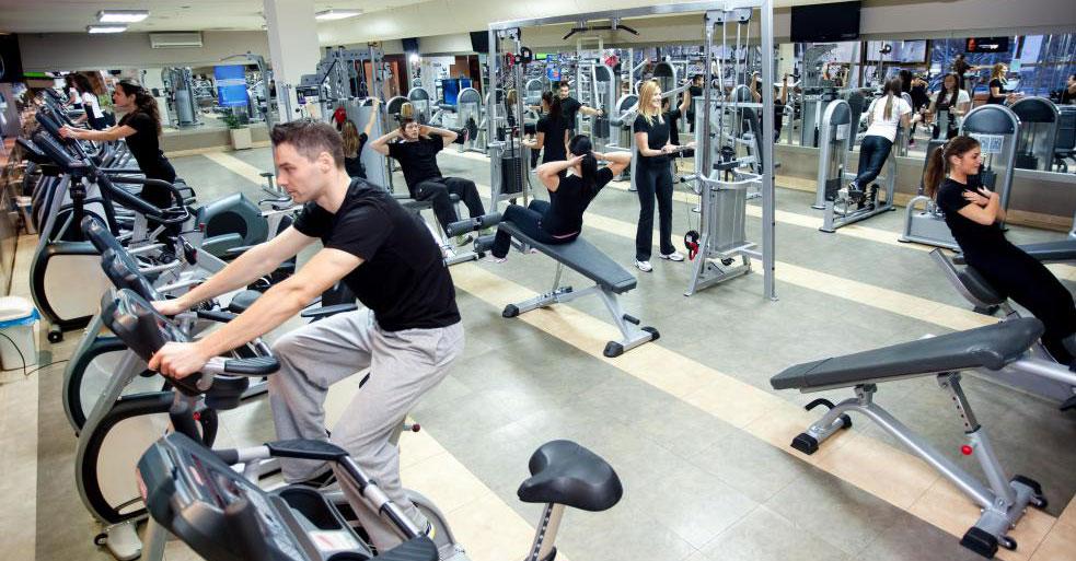 Эллиптические тренажеры обычно можно найти как в фитнес-центрах, так и в домашних тренажерных залах.