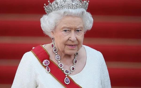 Сколько зарабатывает Королева Елизавета II