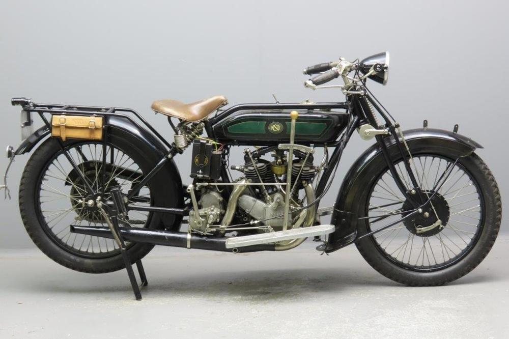 Старинный туристический мотоцикл NSU 502T 1927