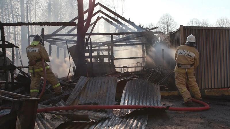 Сгорела летняя веранда в кафе на перекрёстке проезда Циолковского и проспекта Королёва