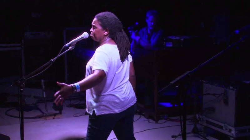 RUTHIE FOSTER Don't You Mind People Grinnin' In Your Face HD