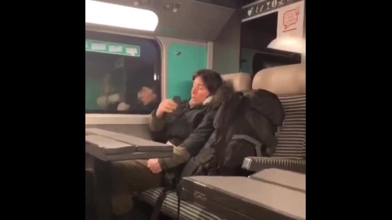 Il se filme en train dimportuner une femme dans le TGV et il sétonne que cette femme ait refusé de lui dire bonjour