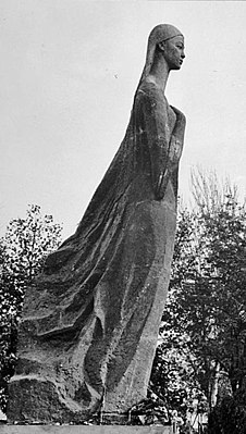 Памятник, о котором многие забыли, а кто-то его не видел и не знал никогда. Узбекская ССР. г. Маргилан. 1968-1970-е гг. Памятник юной узбекской актрисе Нурхон Юлдашходжаевой. Нурхон родилась в