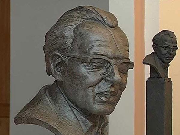 Курянам предложили доработать проекты скульптуры Борису Дежкину