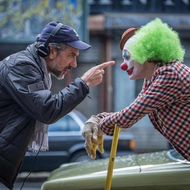 Много-много фото со съёмок «Джокера» от самого Тодда Филлипса Прекрасный у них с Хоакином дуэт получится.