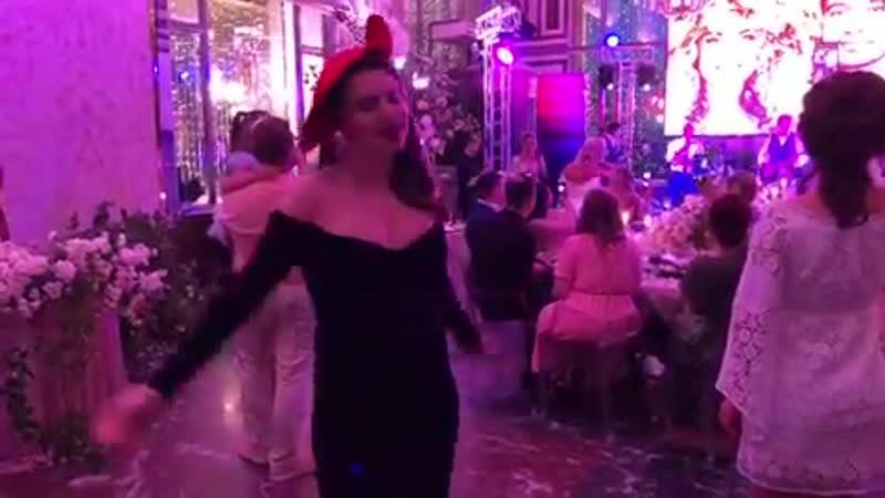 Саша Кузина Мы даже потанцевать успели под песню жениха 💃🏼 💃🏼💃🏼 Не сидеть же и жирки откладывать 😝