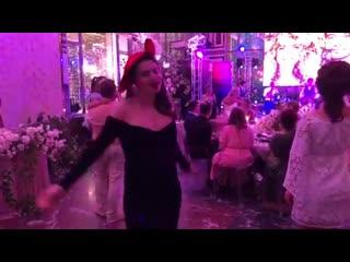 Саша кузина: мы даже потанцевать успели под песню жениха 💃🏼 💃🏼💃🏼  не сидеть же и жирки откладывать 😝