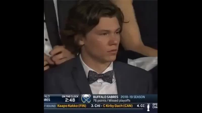 Реакция немецкого защитника Зайдера на выбор под шестым номером драфта НХЛ