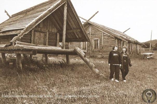 Народы Севера. Ульчи Ульчи народ в бассейне Нижнего Амура. Самоназвание нани («местные жители»), старое название - мангуны, под этим этнонимом ульчи были впервые описаны в литературе участниками