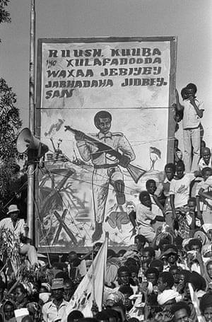 «Русские, кубинцы и их союзники были побеждены уличными боевиками», - пропагандистский плакат из Сомали во время войны за Огаден между Эфиопией и Сомали