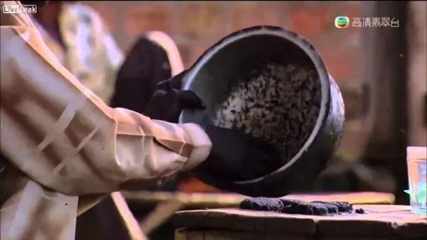 РЕАЛИИ ЖИЗНИ В АФРИКЕ: ЧЁРНЫЕ КОТЛЕТКИ ИЗ МОШКАРЫ Прежде чем жаловаться на сосиски и колбасу из соседнего супермаркета, стоит вспомнить, что есть такие места, где о подобной еде даже и не