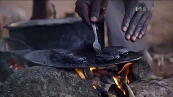 РЕАЛИИ ЖИЗНИ В АФРИКЕ: ЧЁРНЫЕ КОТЛЕТКИ ИЗ МОШКАРЫ