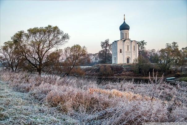 Церковь Покрова на Нерли уже восемь веков стоит на перекрёстке рек Нерль и Клязьма Признанный во всём мире шедевр архитектуры с 1992 года входит в список Всемирного наследия ЮНЕСКО. Великий