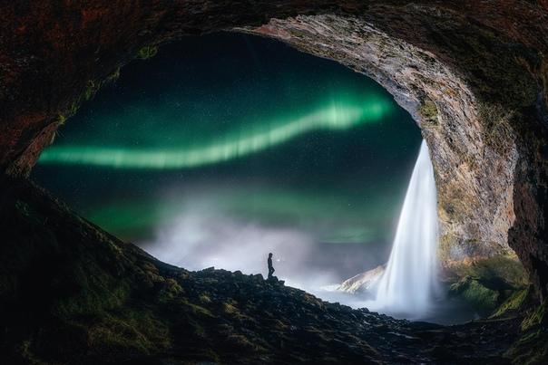 «Аврора вне крошечной пещеры»