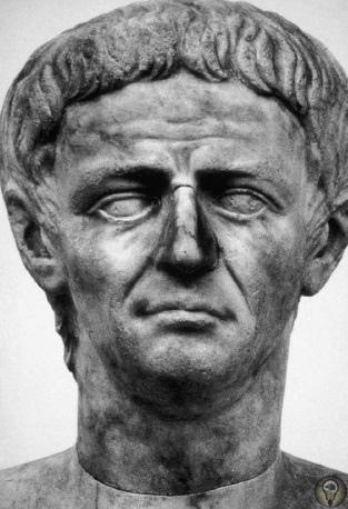 Проклятие памяти Алтарь Мира, Арка Севера, театры, монеты везде в Древнем Риме были портреты правителей. Объявление врагом означало удаление и порчу этих портретов. Процедура объявления врагом