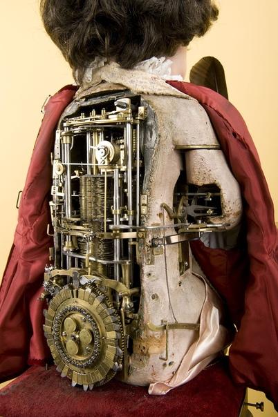 ПОЧТИ ЖИВОЙ СТАРИК КОРНЕЛИЙ или ИЗ ПЕТЕРБУРГСКИХ СЮЖЕТОВ О НЕМЕЦКИХ КУКОЛЬНИКАХ ХVIII ВЕКА Шел кромешный, с кабалистической зеркальной цифирью 1771 год екатерининского просвещенного