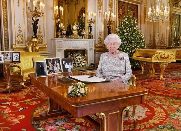 Сколько королева Елизавета II тратит на рождественские подарки: рассказывает ее бывший помощник