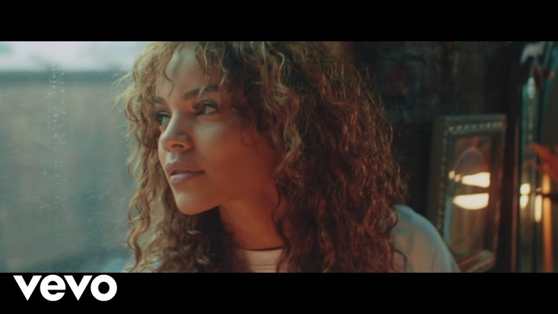Leslie Grace, Justin Quiles, Play-N-Skillz - Sola