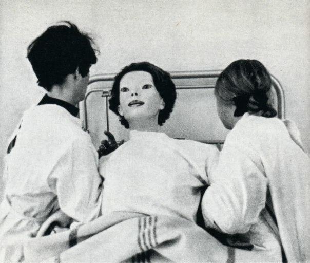 Безликая В июне 1972 года, в больницу города Сидар-Синай явилась женщина в белом халате, покрытом кровью. Само по себе в этом не было ничего удивительного, поскольку люди, которые попадали в