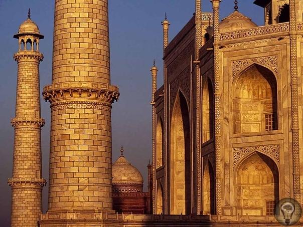 Тадж-Махал видение из другого мира Строительство Тадж-Махала (дословно с персидского языка переводится как «Корона Моголов») было связано с именем красавицы Арджуманд Бано Бегум, или Мумтаз