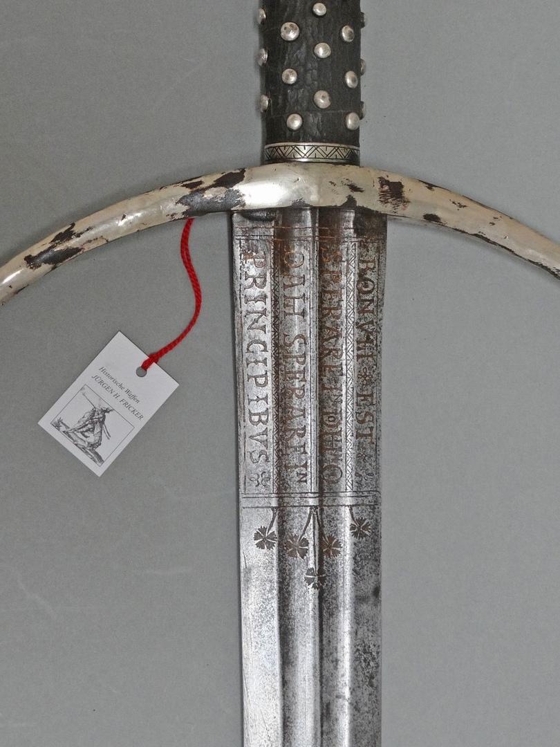 Espadas históricas y sus reproducciones SbYBB6g2vqE