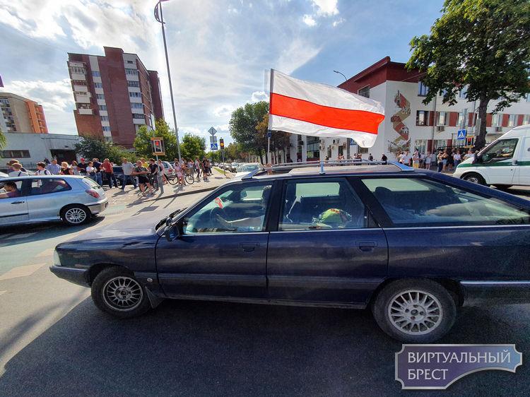 Проблема: жильцы пр. Машерова просят водителей прекратить сигналить хотя бы на время