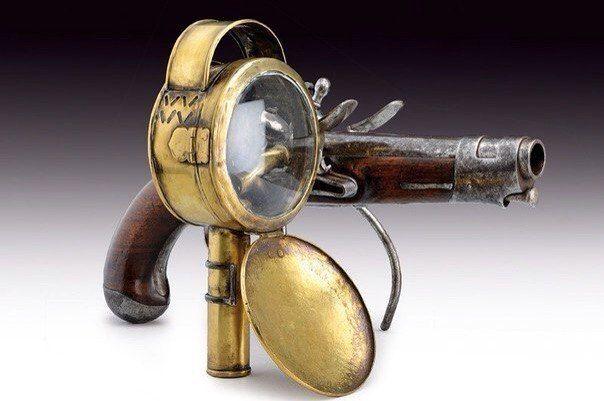 Кремнёвый пистолет с фонарём. Франция, конец XVIII века.