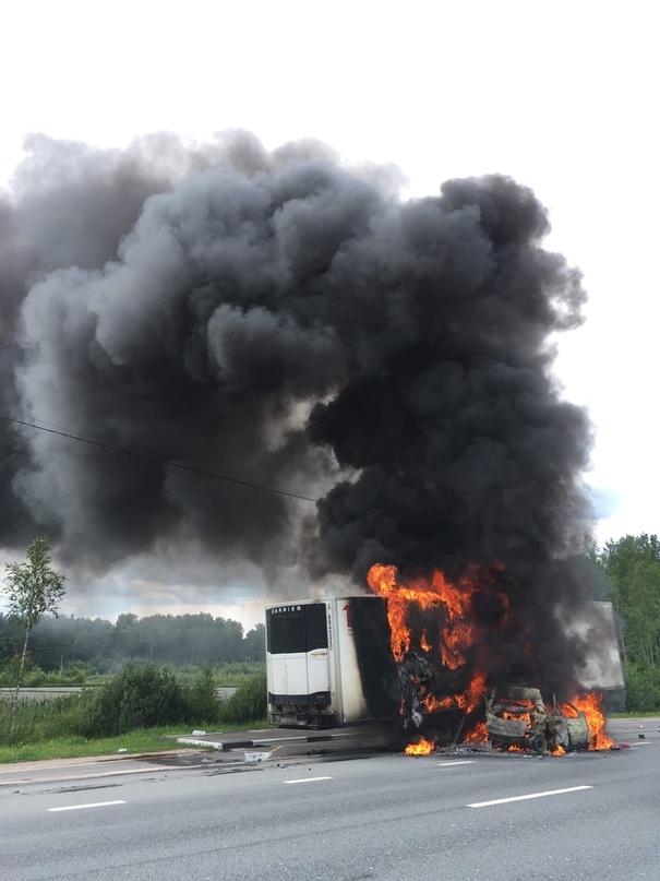 Страшная авария на Мурманском шоссе перед Синявино. Горит Рено и рефрижератор. Т...