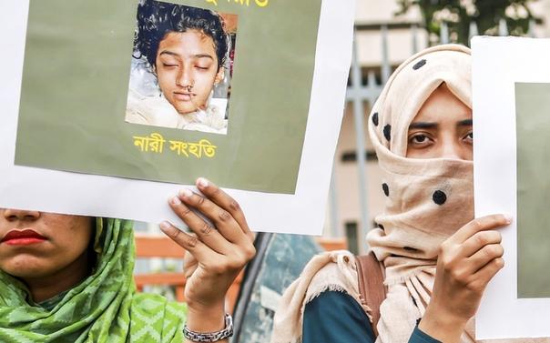 В Бангладеш заживо сожгли школьницу, обвинившую директора в домогательствах. Виновных приговорили к смертной казни